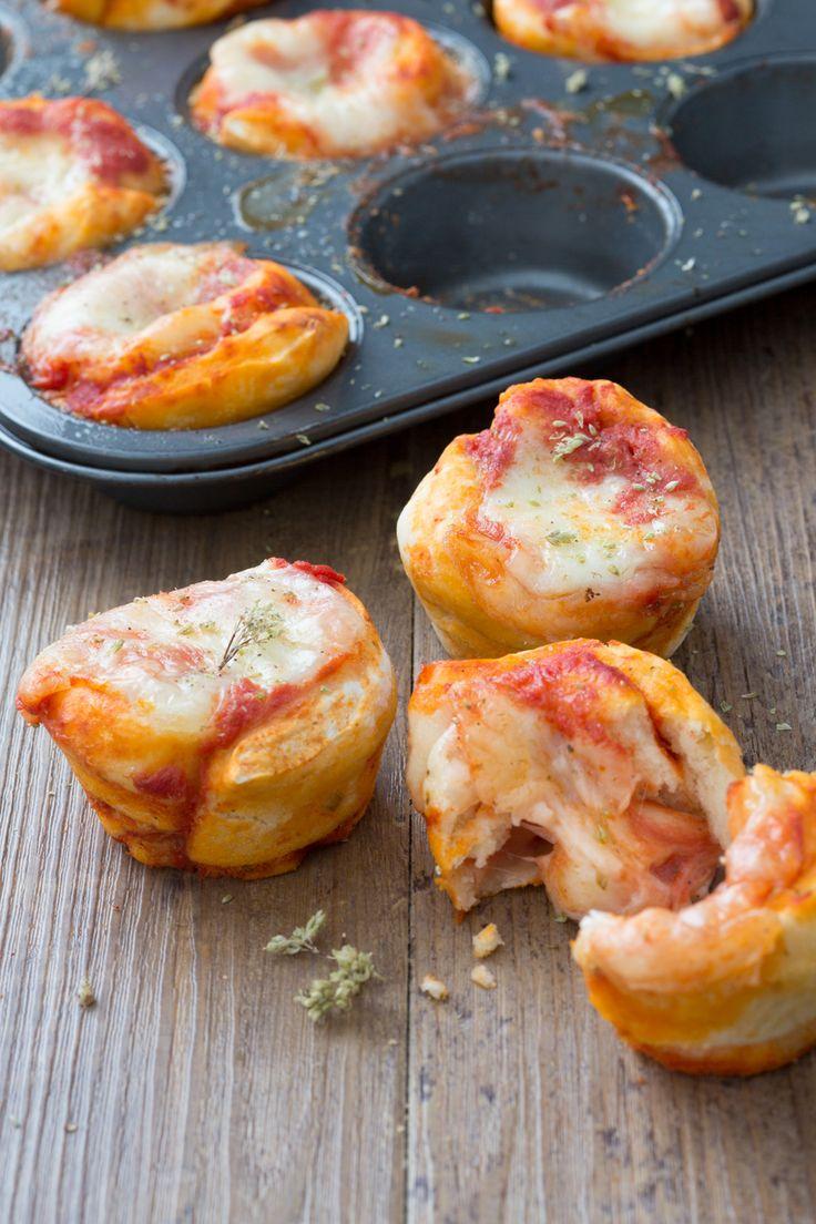 Pizza muffin: mini tortini soffici e filanti al gusto di pizza. I tuoi aperitivi non saranno più gli stessi!  [Homemade pizza muffin]