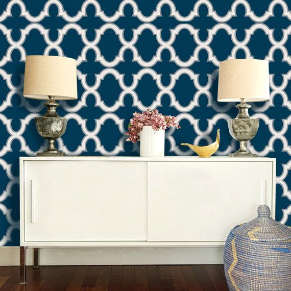 moroccan-geometric-trellis-pattern-navy-and-white-wallpaper