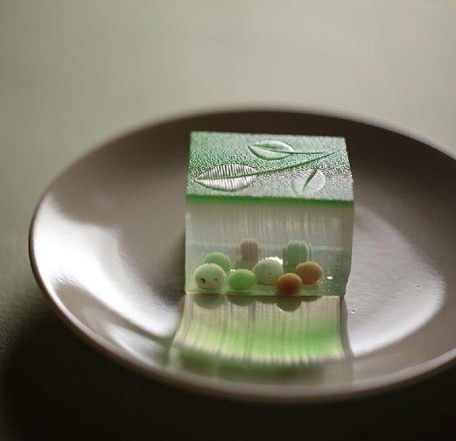 今日の #和菓子 は #錦玉 で作った #木陰 です。  Today's wagashi is #Shade made with #Agar .  #ねりきり #nerikiri #練切 #煉切 #wagashi #sweets #artist #art #出雲 #福泉堂  #三代目 #japanfoodgopan #お菓子作り #dessert #デザート #お菓子 #candy #うつわ #器