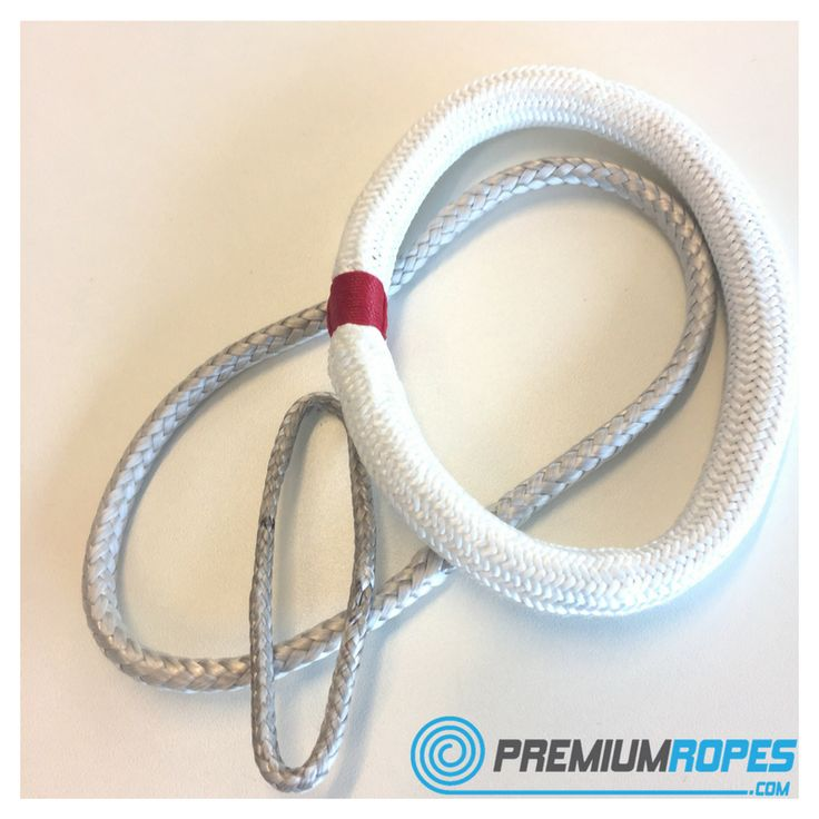 Loop with cover, made out of 100% Dyneema® fibers. Great to lash blocks anywhere onto your boat. Made with 5mm Dyneema® which is lashed twice in the cover. #dyneema #loop #lash #cover #shackle #premiumropes #premium #ropes #ropesplicing #rigging #lijnenspecialist #sailing #boat #yacht