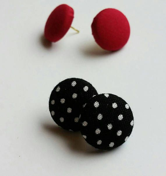 Polka dots pin up style earring https://www.etsy.com/ca-fr/listing/529146727/boucles-doreilles-boutons-tissu-earrings
