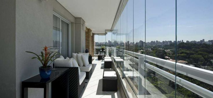 Cerramientos de balcones y terrazas con vidrio templado de 8 mm. 10 mm. 12 mm. formando una cortina de cristal con precios desde los 140 €/M2 - aislan del ruido y de las inclemencias del tiempo