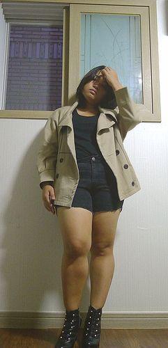 Этой осенью цвет верблюда.  Я нашел старую куртку верблюда, и я решил носить его все черное.  Черная футболка, черные брюки и черные ботинки.  хороший
