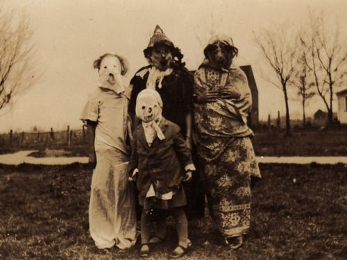 Inspiration for character Leatherface from Texas Chainsaw Massacre?Creepy, Vintage Halloween, Halloween Costumes, Vintage Pictures, 19Th Century, Families Photos, Vintage Costumes, Families Portraits, Halloween Photos