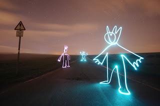 Light Graffiti adalah suatu teknik fotografi yang eksposur dibuat biasanya pada malam hari atau di ruang gelap dengan menggerakkan sumber cahaya genggam atau dengan menggerakkan kamera. Dalam banyak kasus, sumber cahaya itu sendiri tidak harus muncul dalam gambar. Istilah lukisan cahaya juga mencakup gambar diterangi...