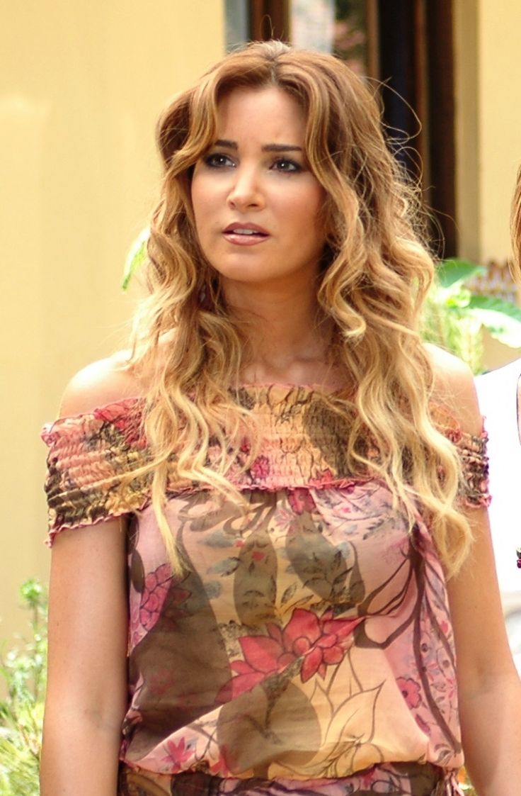 The most notable beautiful Kurdish woman in Turkey is the actress Rojda Demirer. She's a Kurdish Alevi from Diyarbakir.