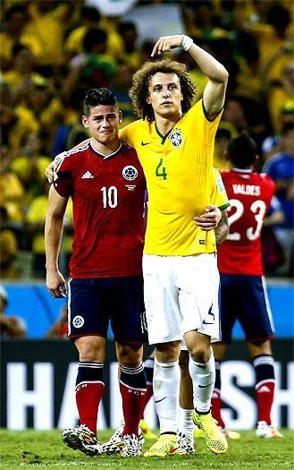 """""""Dejamos la piel, dejamos todo por #Colombia"""": James Rodríguez El mediocampista de la #selecciónColombia, quien salió con lágrimas en los ojos luego de la derrota ante Brasil, continúa siendo el goleador del Mundial con seis anotaciones."""