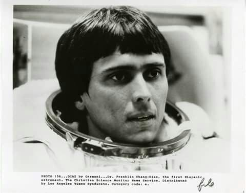 12 de enero de 1986  En esta fecha, Franklin Chang Díaz, primer astronauta de origen latinoamericano (de nacionalidad costarricense), viaja al espacio en el transbordador Columbia, en una misión que dura 18 días.