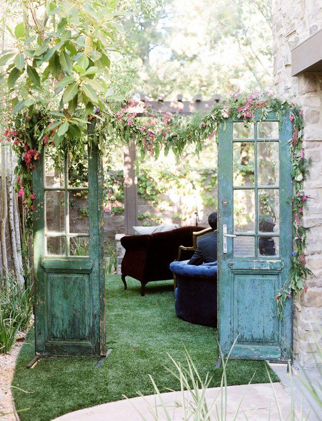 Best 25 old doors wedding ideas on pinterest outdoor for Outdoor vintage wedding decoration ideas