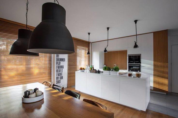 Cucina Contemporanea Bianca : Cucina bianca e legno contemporanea more