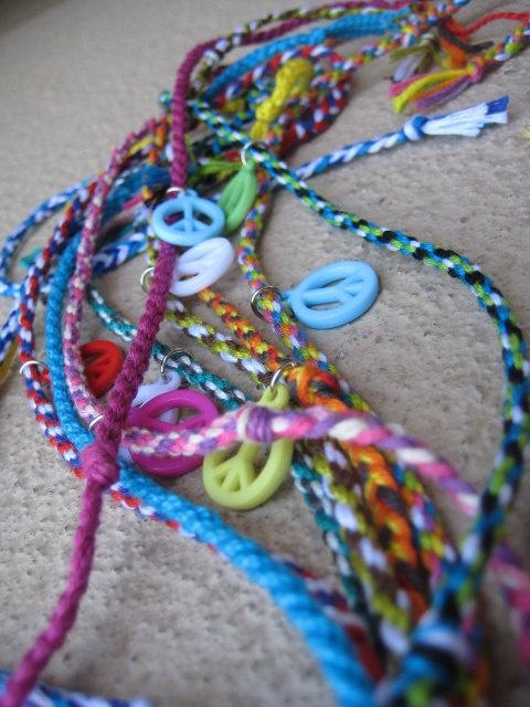Purple and Blue Peace sign charm bracelet via etsy $4.50: Signs Charms, Charm Bracelets, Charms Bracelets