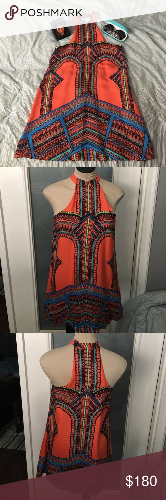 Stunning Alexis Dress Bold beautiful print. Clasp at neck. Perfect condition. alexis Dresses