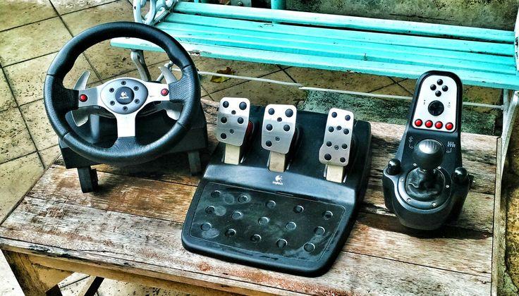 Logitech G25 racing wheel