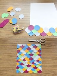 Tapa álbum escamas de pez.  Recorta círculos de colores y pegalos en la tapa