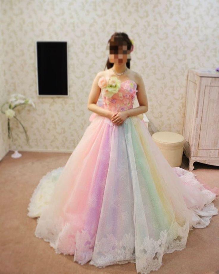 またまた着ないけどどツボなドレス�� インスタでみて、なんて可愛いの��!!! と思ったレインボードレス。 試着だけさせていただきました�� #めんどくさい人#その2 . . 挙式が7月16日(七色の日)だから七色ドレス〜�� 胸元のお花いらないけど�� でもでもかわいいー��❤️ 悔やまれるのは主人が後ろ姿の全身写真をとってくれなかったこと�� . . #花嫁#プレ花嫁#プレ花#卒花#日本中のプレ花嫁さんと繋がりたい #2017夏婚#ちーむ0716#ガーデンヒルズ迎賓館#TG花嫁 #カメラ女子#カメラ#wedding . . #イノセントリー#innocently#ドレス#ウェディングドレス#weddingdress#colordress#レインボードレス#レインボー#ドレス迷子#着ないシリーズ http://butimag.com/ipost/1498744420132372376/?code=BTMnBwDFr-Y