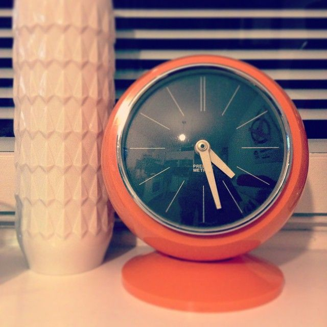 #our #windowsill #white #vase #relief #clock #predom #metron  #prl #orange #design #home