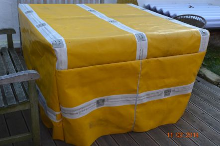 Tischabdeckung aus LKW-Plane / Table cover made of old truck tarpaulin / Upcycling