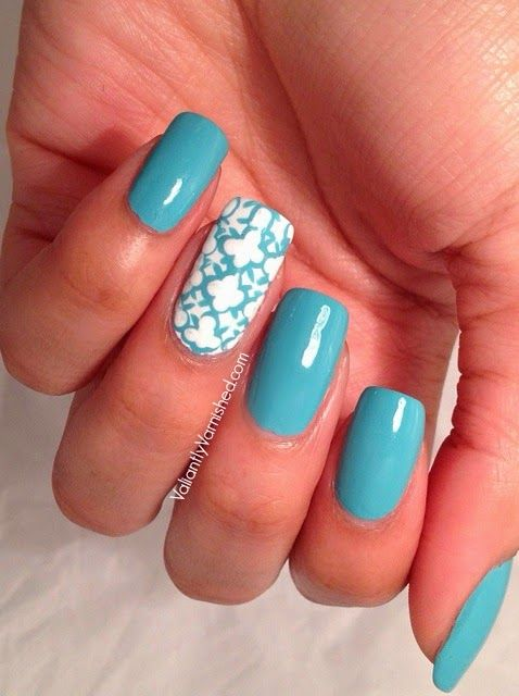Valiantly Varnished: Quatrefoil Accent Nail with American Apparel The Valley