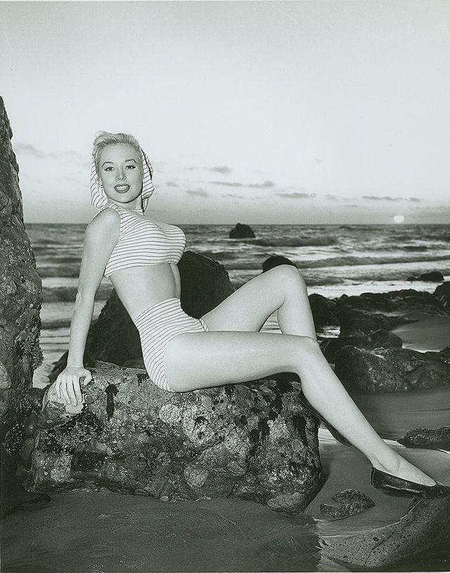 Бетти Бросмер — главная американская красавица 40-х, выигравшая более 50 конкурсов красоты.  #история история Америки