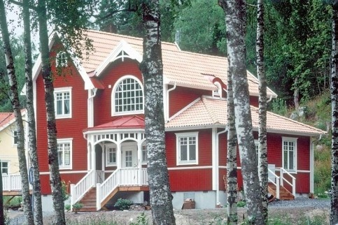 I just love the look of this house in Sweden. The color is outstanding.