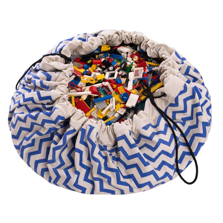 With this Zig zag blue Play&Go cleaning up toys has never been so simple! 140 cm diameter, one swing and take it anywhere! 3 years warranty ons these bags