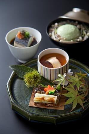 松茸 Matsutake mushrooms, 栗 Japanese chestnut