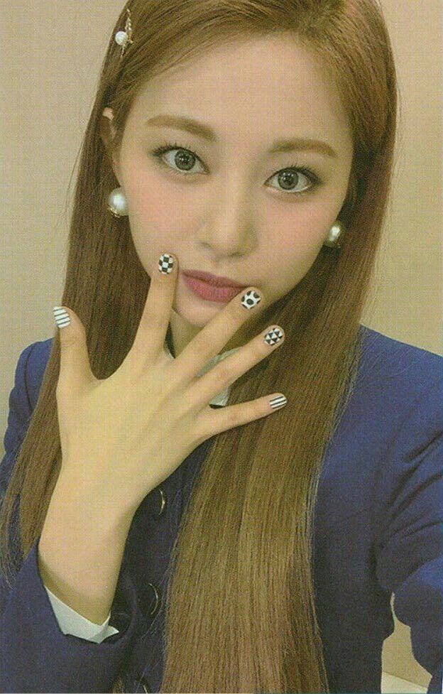 挨拶·˚ ༘⌇᭙ꪮꪀꪀⅈꪖᥴꫝꪊ | Girl with pigtails, Kpop girls, Twice