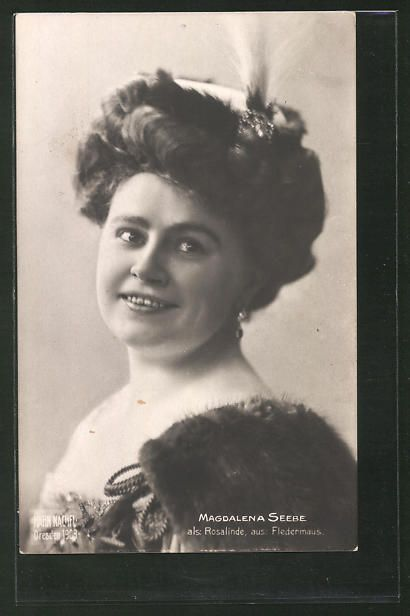 old postcard: AK Opernsängerin Magdalene Seebe (Sopran), Portrait mit Federhut