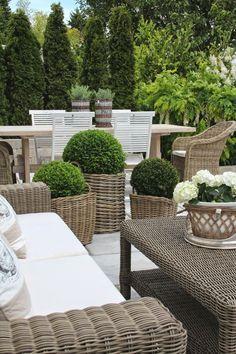 La zona verde di casa si arreda con salottini in rattan. #Dalani #Natural #Living
