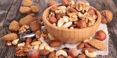 Ideales Fitnessfood: Es gibt viele gesunde Nüsse, die dich in Topform bringen. Wie viel Power in den einzelnen Sorten steckt, erfährst du hier.