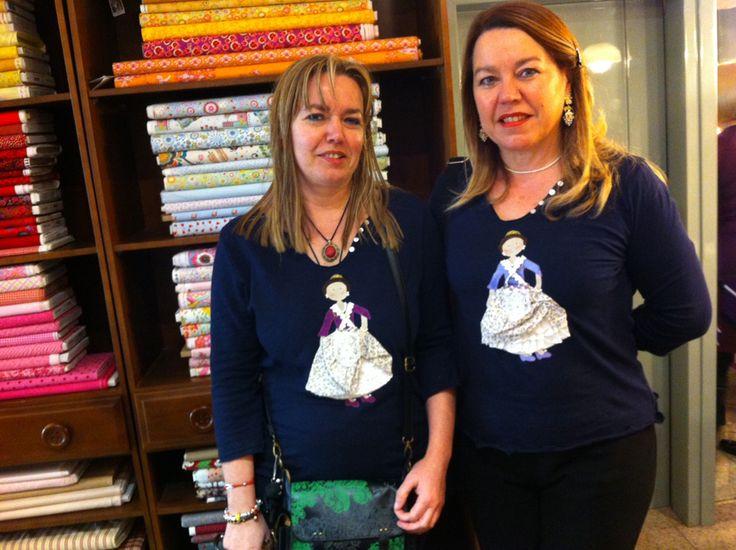 Dos amigas nuestras, encantadas con el patchwork y muy falleras, nos encargaron estas dos camisetas personalizadas para vestir mejor las Fallas