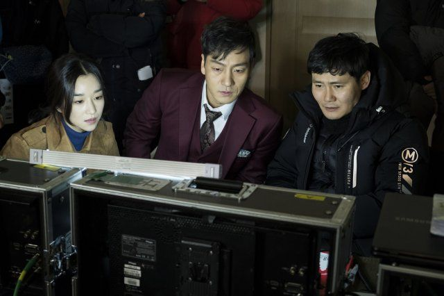 Photos] New Behind-the-scenes Stills Added for the Korean Movie 'By Quantum  Physics: a Nightlife Venture' | Scenes, Night life, Behind the scenes