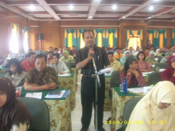 Selain menggelar Seminar Nasional Penulisan Buku dan Karya Ilmiah pada hari Kamis, 25 Juni 2009 di LPMP Jawa Tengah dengan menampilkan Ahmad...