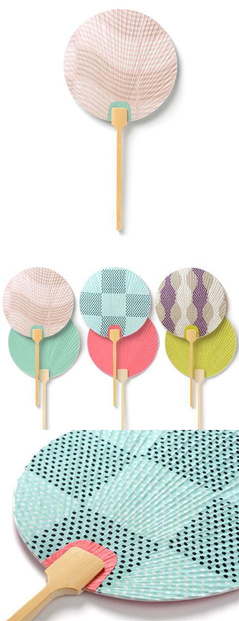 【団扇 夏の伝統模様(中川政七商店)】/伝統的な日本の意匠と今の感覚を取り混ぜることで生まれた新しいテキスタイル「夏の伝統模様」から、暑い夏にぴったりの涼やかな3つの柄が誕生しました。扇いでいる時にちらりと見える裏面のお色がポイントの団扇。もともと「団」は「まるい」を意味するそうで、その名の通りまんまるの扇部に少し長めの柄が特徴です。団扇が日本に伝わったのは奈良時代にまで遡ります。高松塚古墳の壁画にも団扇を持った女性が描かれていますが、その団扇をデザインソースとしたのがこちらの商品。古代人に思いを馳せながら、いつもの冷房機器を少し止めて、扇子や団扇で涼をとるのも風流で良いですね。 #fan #uchiwa