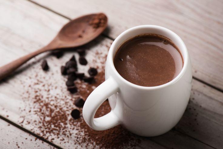 Ενα ρόφημα που χαρίζει ζεστασιά και πλούσια συναισθήματα. Μάθετε την αυθεντική συνταγή, γιατί οι ζεστές σοκολάτες που πίνουμε στα μη εξειδικευμένα καφέ, είναι συνήθως περίεργες ...σκόνες.