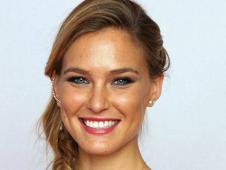 bar-refaeli-closeup-face-wallpaper-1228.jpg (1920×1440)