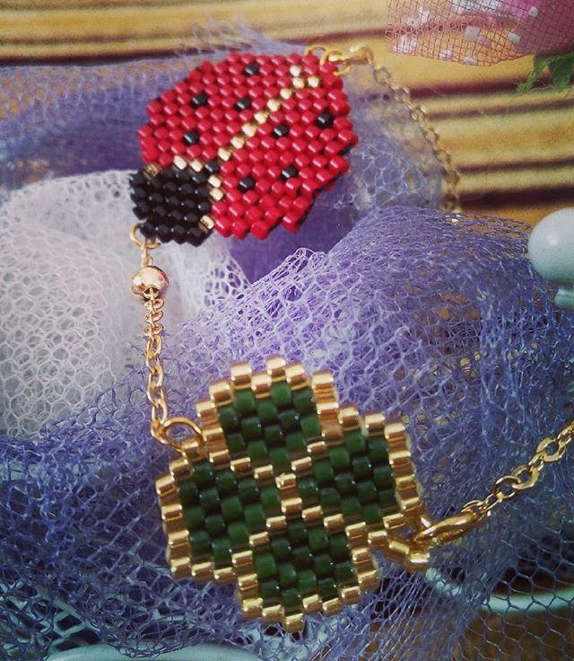 Uğurböcekli ve dört yaprak yonca bilekliğimiz çok zarif bir zincirle tamamlandı. #fümekolye İnci gelin set #uğurböceğikolye #kelebekkolye# zikzak bileklikler #miyuki #hediye #satış #sipariş # #bakır #inci #gelin #takı #takıtasarım #handmadejewellery #jewellery #jewellerydesigner #kolye #elemeği #bijuteri #accessorize #bileklik #yüzük #mersin #boncuk #zincir