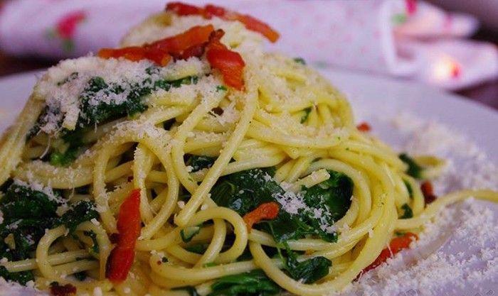 Jednoduchá klasika. Těstoviny se špenátem. Lehké jídlo, které zasytí. Dobrou chuť!