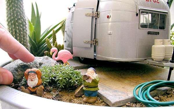 Un petit jardin avec un camping-car. 12 idées créatives de jardins miniatures à faire soi-même