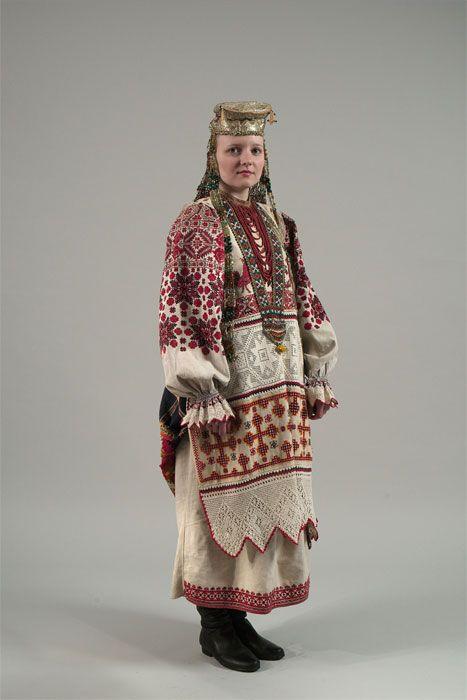 Праздничный костюм молодой женщины. 1924. Деревня Павловичи, Брянский уезд, Орловская губерния.