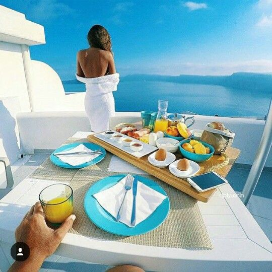Wake up in Santorini