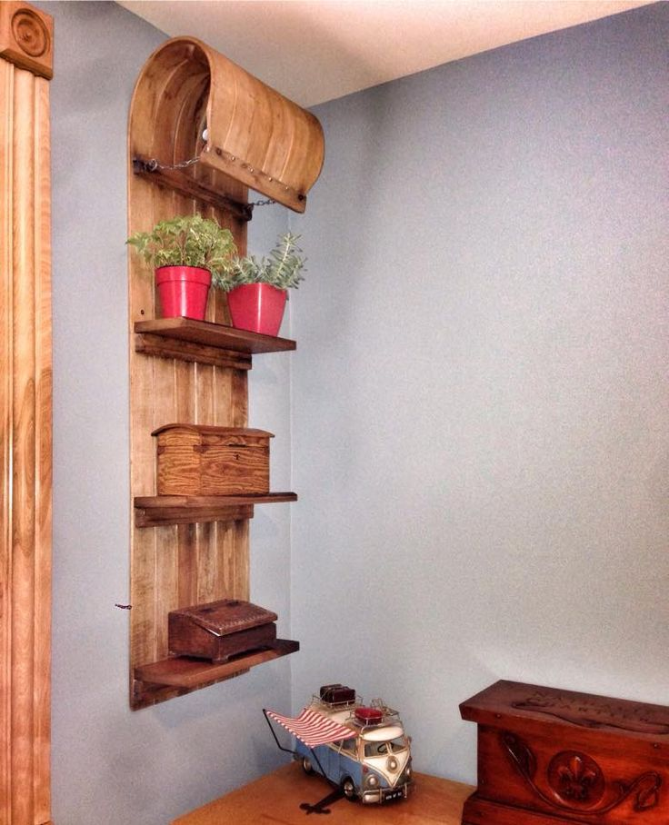 As we like to say, simple ideas are always the best ones and this is another lovely simple idea that demonstrate this postulate :) David-Yan from Atelier du Vieux Rabot has upcycled this old wooden sledge into a beautiful shelf with a nice rustic look!…