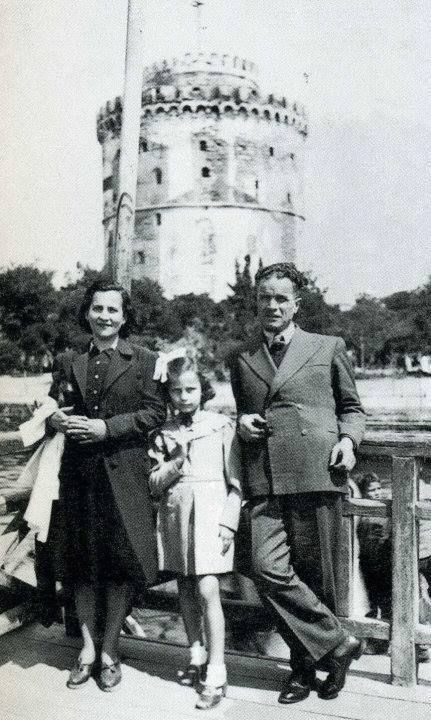 Early 40's ~ Actress Jenny Karezi with her parents in Thessaloniki