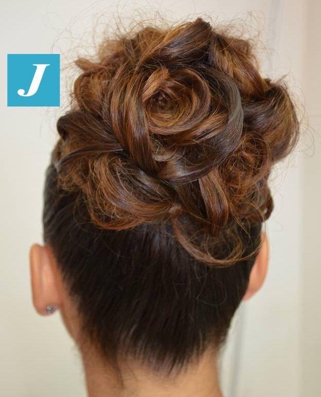 A flower is in the (H)air! #cdj #degradejoelle #tagliopuntearia #degradé #igers #naturalshades #hair #hairstyle #haircolour #haircut #longhair #ootd #hairfashion