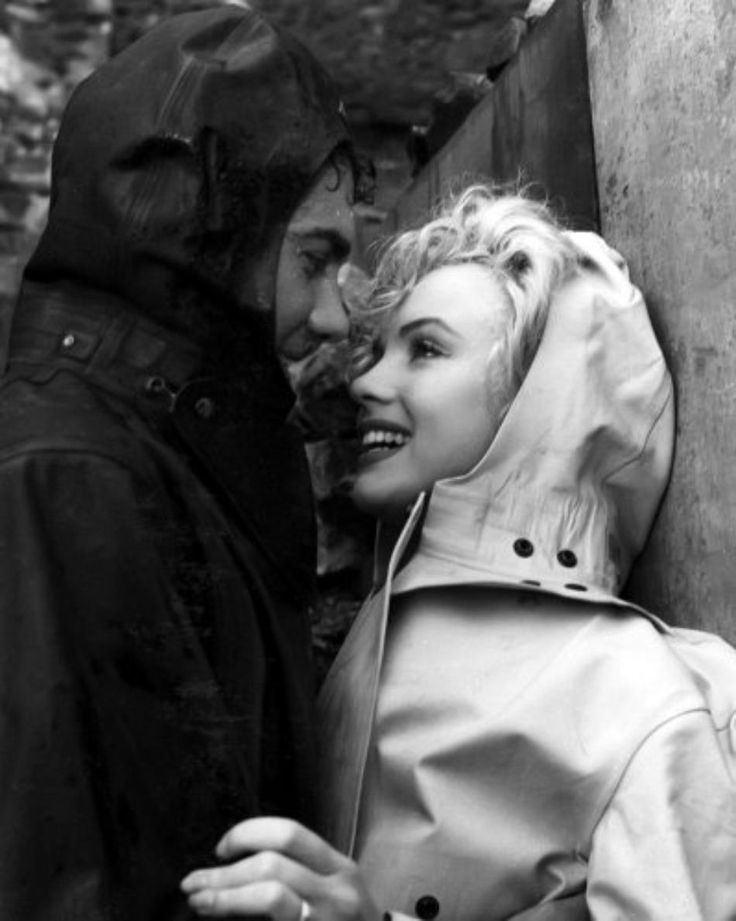 "Marilyn Monroe and Richard Allen on the set of ""Niagara"", 1952 ..."