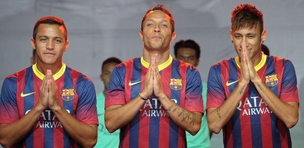 Neymar declarou nesta terça-feira que está bem para treinar. O atleta tenta recuperar peso após os 7 quilos a menos na balança. Neymar apresentou quadro de anemia. No entanto, o Barcelona informa que a perda de peso do camisa 11 é consequência de cirurgia na amigdala. Leia mais em: http://noticias.bol.uol.com.br/ultimas-noticias/esporte/2013/08/06/neymar-se-diz-bem-para-treinar-no-barcelona-apos-perder-7-quilos.htm