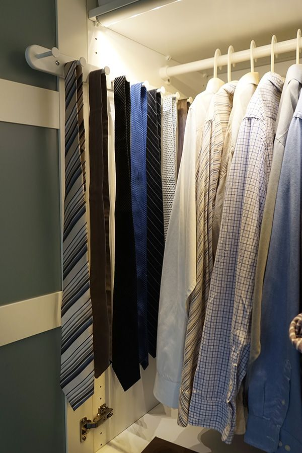 The KOMPLEMENT pull-out hanger is a great way to organize ties and keep them close at hand. The IKEA Home Tour Squad added them into Matt's new customized PAX wardrobe to keep everything neat and organized!