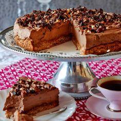 Lättgjord och god chokladmoussetårta som behöver stå till sig i kylen i några timmar.