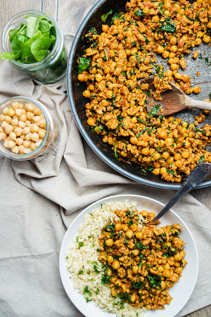 Turkey curry with chickpeas, spinach and bulgur / Indyk curry z ciecierzycą, szpinakiem i kaszą bulgur