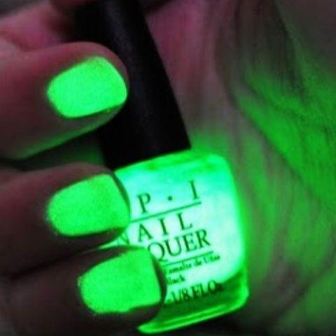 Glow in the Dark-- Yes!Nail Polish, Beautiful Nails, Neon Green, Hair Nails Makeup, Glow Nails, Green Glow, Dark Nails Polish, Glow In The Dark, Dark Polish